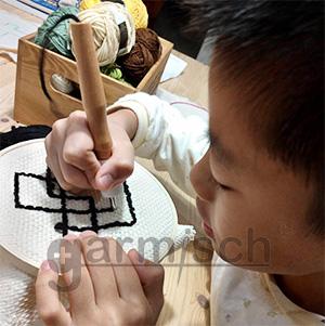 毛線俄羅斯刺繡是簡單易操作是小坪有提升專注力最佳手藝工具.