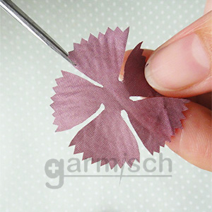 X'SOR 典雅繡花剪, 尖銳刀口是布料修剪塑型的好幫手.